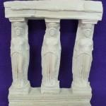 Tres columnas de resina grandes